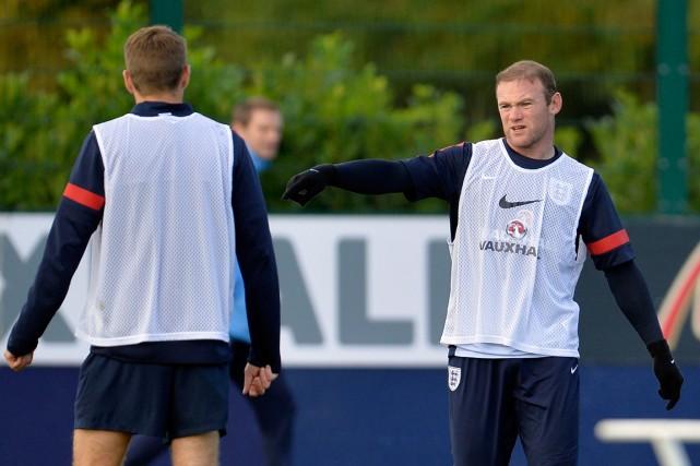 Steven Gerrard et Wayne Rooney... (Photo Toby Melville, Reuters)