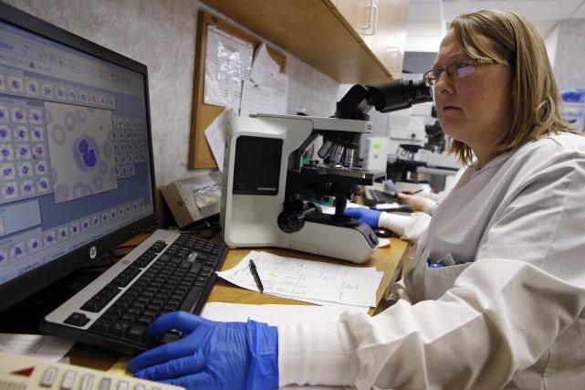 Le coronavirus MERS est considéré comme un cousin... (PHOTO JIM YOUNG, REUTERS)