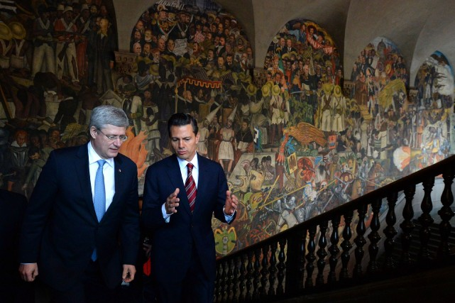 Stephen Harper en compagnie du premier ministre mexicain Enrique... (Photo Sean Kilpatrick, PC)