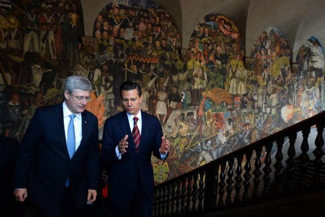 Stephen Harper en compagnie du premier ministre mexicainEnrique... (Photo Sean Kilpatrick, PC)