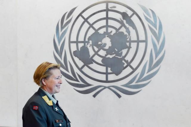 Kristin Lund a 34 ans d'expérience dans l'armée... (PHOTO STAN HONDA, AFP)