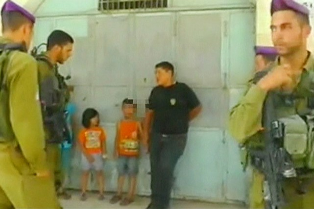 Selon l'UNICEF, la loi israélienne est la seule... (PHOTO ARCHIVES REUTERS/B'TSELEM)
