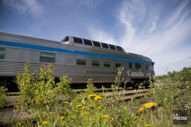 Le service de Via Rail sera finalement maintenu dans le nord-est du... (PHOTO HUGO-SÉBASTIEN AUBERT, LA PRESSE)