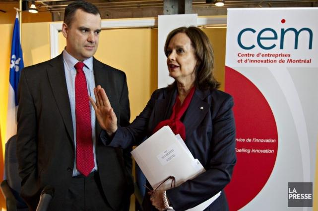 Le ministre MichaelMooreet Hélène Desmarais, présidente et chef... (PHOTO OLIVIER JEAN, LA PRESSE)