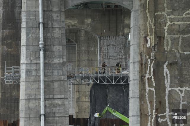 Les fissures du béton pourraient bientôt être colmatées... (Photo Martin Chamberland, archives La Presse)