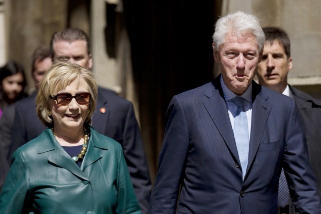 Hillary et Bill Clinton, à Oxford, en Angleterre,... (PHOTO MATT DUNHAM, ARCHIVES AP)