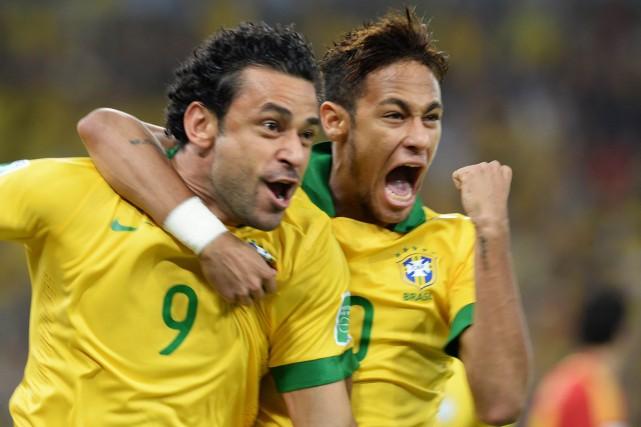 Fred et Neymar, de l'équipe du Brésil.... (Photo Vanderlei Almeida, AFP)