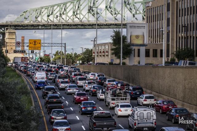 Le nombre de véhicules augmente plus vite que... (Photo Olivier PontBriand, archives La Presse)