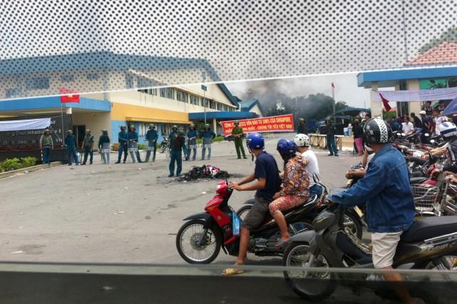 La police antiémeute a été déployée et la... (PHOTO AFP)