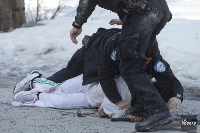 La police n'est pas plus susceptible d'utiliser la force dans un quartier... (Photo Ivanoh Demers, archives La Presse)