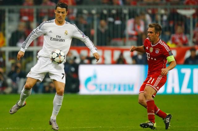 Cristiano Ronaldo, du Portugal, et Philipp Lahm, de... (Photo Kai Pfaffenbach, Reuters)
