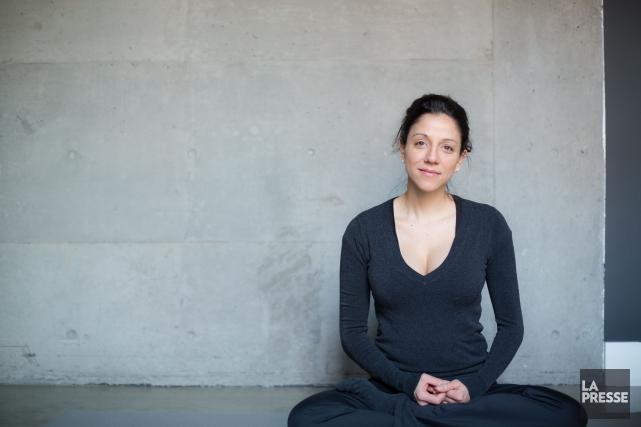 La jeune mère pratique le yoga matin et... (PHOTO EDOUARD PLANTE-FRÉCHETTE, LA PRESSE)