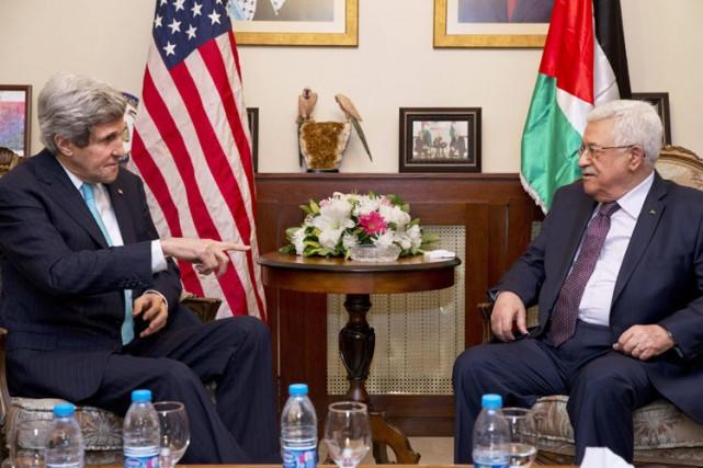 John Kerry et Mahmoud Abbaslors d'une rencontre à... (Archives Reuters)