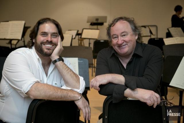 Denis Gougeon, à droite, dédie sa nouvelle pièce... (Photo: David Boily, La Presse)