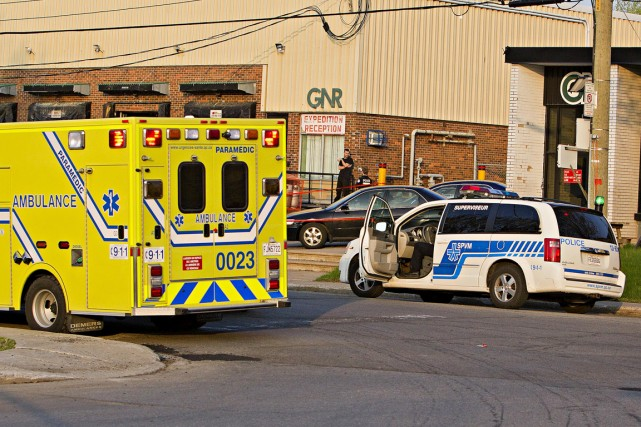 Un homme au volant de sa voiture a été ciblé par un suspect armé, vers 6h jeudi... (Photo FÉLIX O.J. FOURNIER, collaboration spéciale)