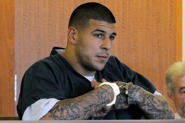 Aaron Hernandez est déjà détenu sans possibilité de... (Photo archives AP)