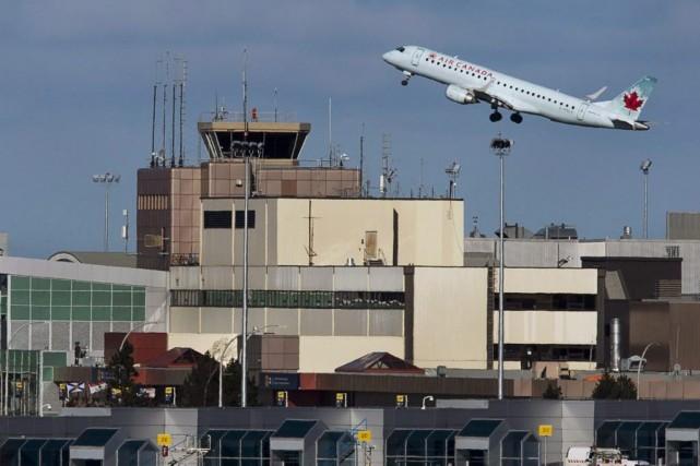 Un avion d'Air Canada décolle de l'aéroport Stanfield... (Photo Andrew Vaughan, Archives La Presse Canadienne)