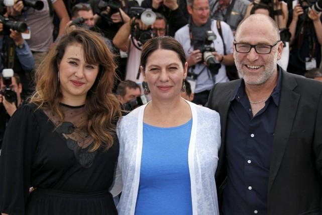 La réalisatrice Keren Yedaya entourée de ses acteur... (Photo: Reuters)