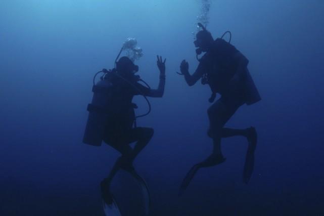 Seuls des plongeurs professionnels peuvent atteindre le fond... (Photo Thinkstock)