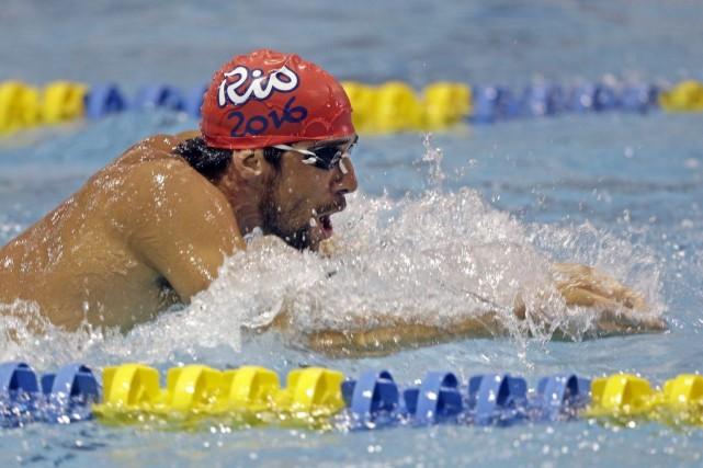 Michael Phelps s'échauffe, à Charlotte, jeudi.... (Photo Chuck Burton, AP)