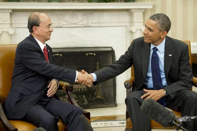 Le président américain, (à droite) qui avait reçu... (PHOTO SAUL LOEB, ARCHIVES AFP)