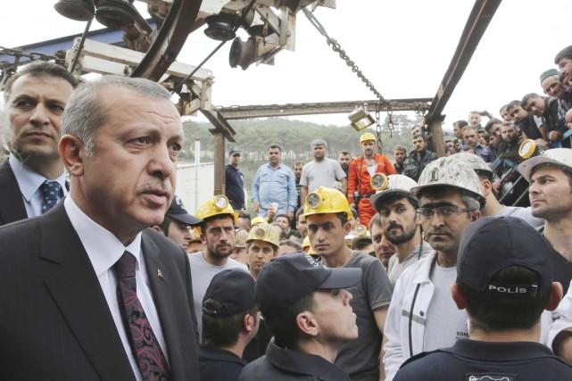 Le premier ministre Erdogan à Soma, le 14... (PHOTO KAYHAN OZER ARCHIVES REUTERS/BUREAU DU PREMIER MINISTRE)