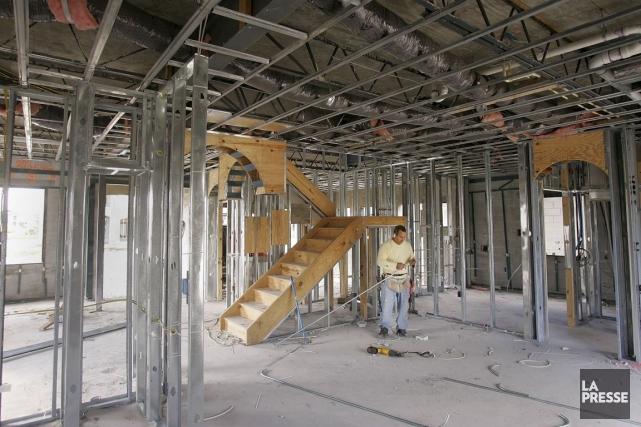 Selon le département américain du Commerce,les constructeurs ont... (Photo Carlo Allegri, Archives Bloomberg)