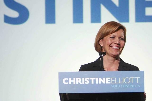 L'épouse de M. Flaherty, Christine Elliott, tente de... (Photo Steve Russel, archives PC)