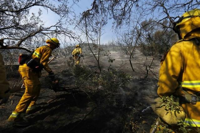 L'incendie, qui a commencé mercredi, était totalement contenu... (Photo Reuters)