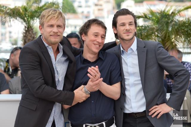 Le réalisateur Bertrand Bonello est entouré des acteurs... (Photo: archives AFP)