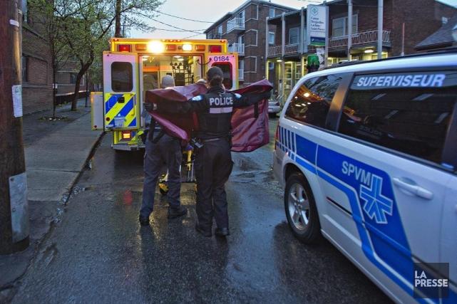 La victime a été transportée dans un centre... (PHOTO FÉLIX O.J. FOURNIER, COLLABORATION SPÉCIALE)