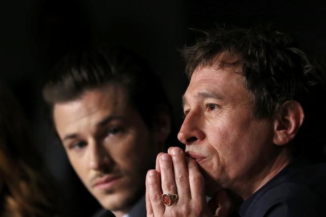 Le réalisateur Bertrand Bonello aux côtés de son... (Photo Yves Herman, Reuters)