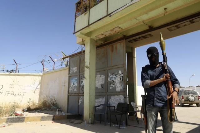 Les autorités libyennes ont dénoncé samedi l'offensive menée par un général à... (PHOTO ESAM OMRAN AL-FETORI, REUTERS)