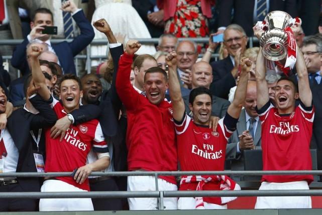Les Gunners décrochent leur onzième «Cup» et rejoignent... (PHOTO EDDIE KEOGH, REUTERS)