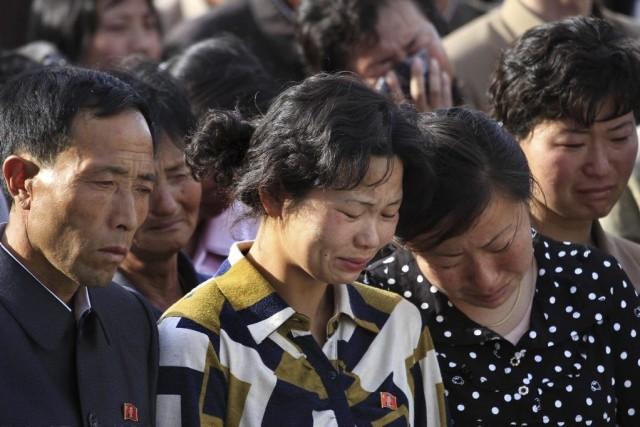 Des membres de la famille des victimes se... (Photo Jon Chol Jin, AP)