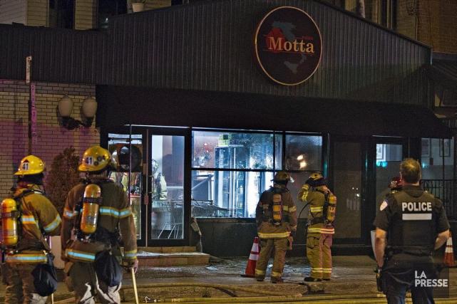 Les pompiers sont arrivés rapidement pour éteindre l'incendie.... (PHOTO FÉLIX O.J. FOURNIER, COLLABORATION SPÉCIALE, ARCHIVES LA PRESSE)