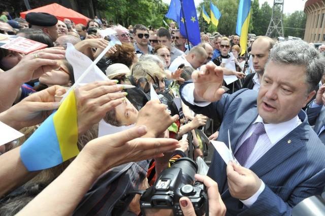 Petro Porochenko est legrand favori avec plus de... (AP)
