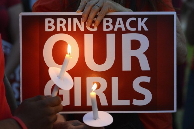Le mouvement nigérian de soutien aux adolescentes, rassemblé... (PHOTO PHIL MCCARTEN, REUTERS)