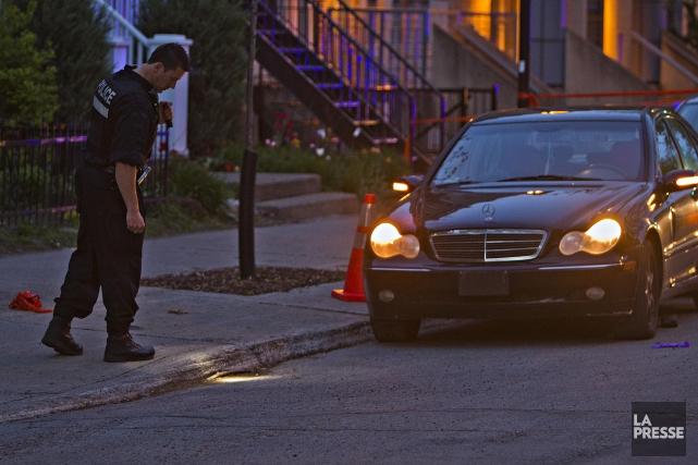 Un homme a été atteint d'au moins un projectile d'arme à feu sur le... (Photo Félix O.J. Fournier, La Presse)