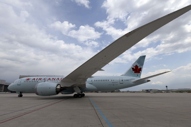 Air Canada a dévoilé dimanche après-midi la plus récente addition à son parc... (Photo AARON HARRIS, Reuters)