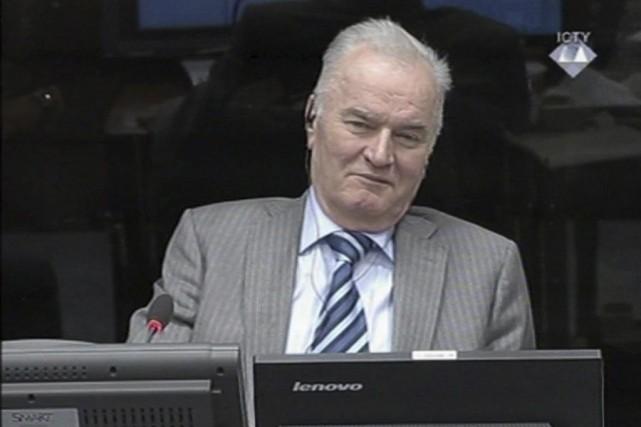 Ratko Mladic doit répondre de 11 chefs d'accusation... (Photo archives AP)