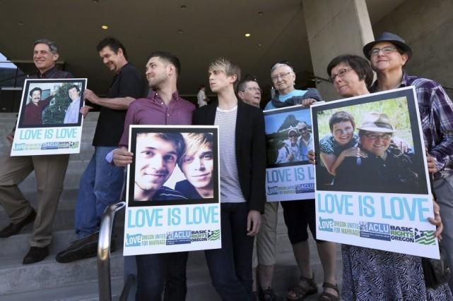 Des partisans du mariage gai ont manifesté à... (PHOTO CHRIS PIETSCH, AP)