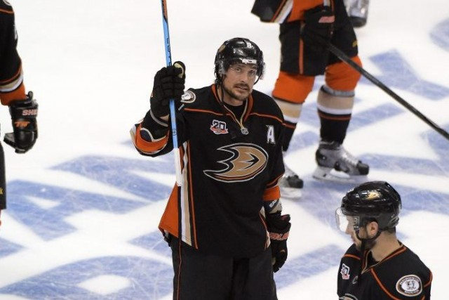 Teemu Selanne a disputé son dernier match dans... (PHOTO MARK J. TERRILL, AP)
