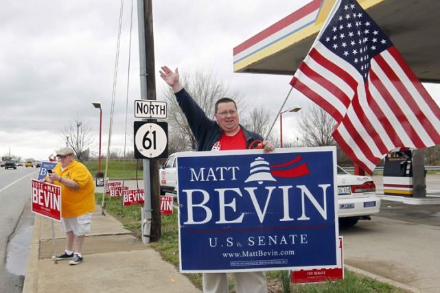 Des supporters du candidat républicain affilié au Tea... (Photo: Reuters)