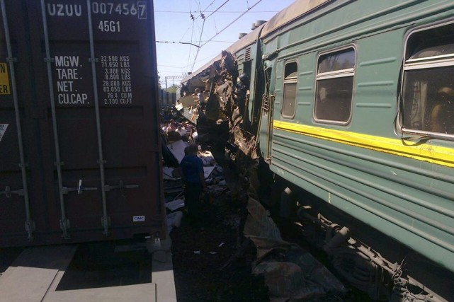 Un train de passagers est entré en collision... (Photo Reuters)