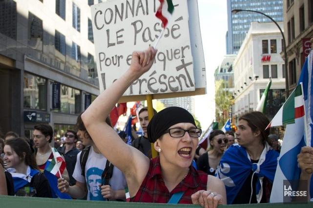 Des militants indépendantistes ont défilé dans les rues... (PHOTO SIRA CHAYER, LA PRESSE)