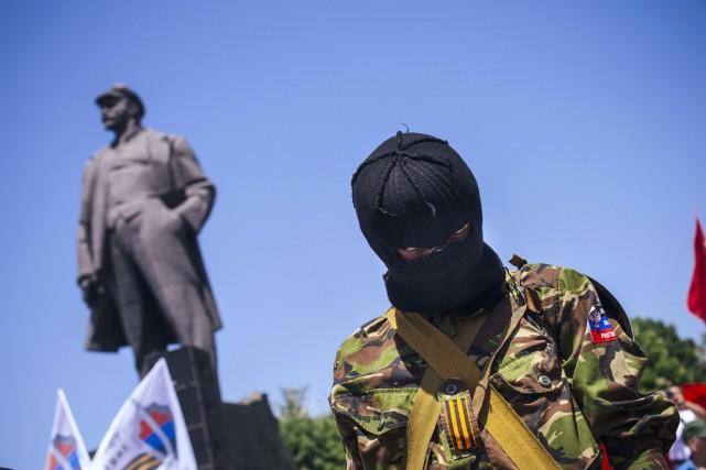 Les sécessionnistes, qui ont manifesté samedi à Donetsk,... (PHOTO DIMITAR DILKOFF, AFP)