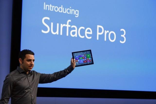 Panos Panay, vice-président chez Microsoft, a dévoilé la... (PHOTO BRENDAN MCDERMID, REUTERS)