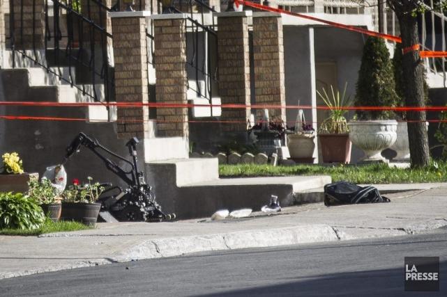 Le SPVM a utilisé un robot pour sortir... (PHOTO OLIVIER PONTBRIAND, ARCHIVES LA PRESSE)