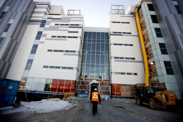 Le chantier du Centre universitaire de santé McGill... (Photo Marco Campanozzi, Archives La Presse)